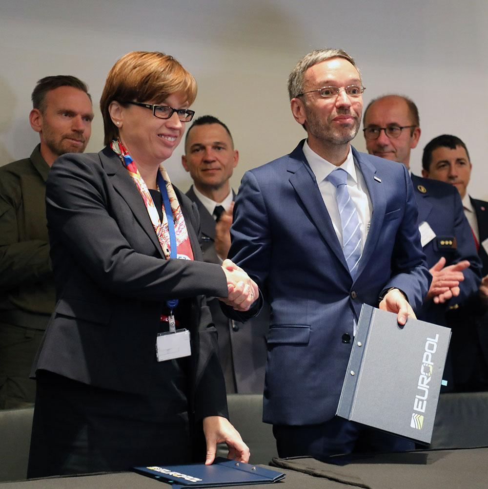 Europol's Executive Director Catherine De Bolle (left), Herbert Kickl, Minister of the Interior of Austria (right)